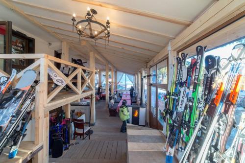 Топъл гардероб за ски оборудване