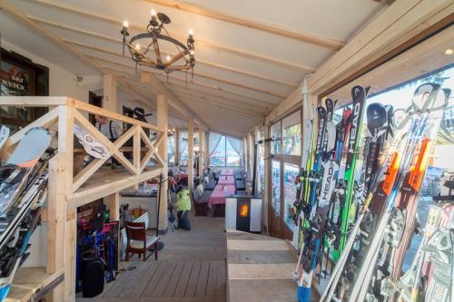 Ски гардероб и ски училище Камелия Пампорово